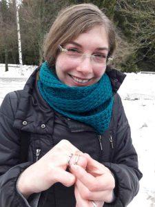 Ehering aus Gold im Schnee verloren und wiedergefunden