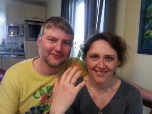 zwei Ringe aus Gold im Garten verloren Auftragssucher Markus Pütterich hat die Ringe wieder finden können