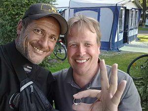 Platin Ehering auf dem Campingplatz beim Baden im See verloren Autragssucher Markus Pütterich hat den Ring wieder gefunden