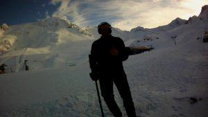 GoPro Kamera bei Film Dreharbeiten auf einem Gletscher im Schnee verloren Auftragssucher Markus Pütterich konnte die GoPro wieder mit dem Metalldetektor wieder finden