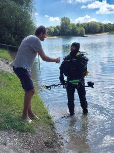 Gold Ehering verloren gefunden übergeben Auftragssucher und Taucher Markus Pütterich