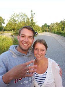 Ehering aus Gold beim Schwimmen verloren Auftragssucher Markus Pütterich hat den Ring wiedergefunden
