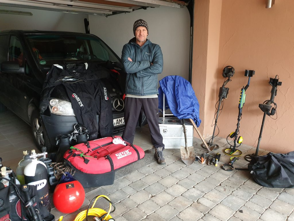 Auftragssucher Markus Pütterich suchen x finden Equipment Tauchflaschen Metalldetektor Minlab Excalibur E-Trac Trockentauchanzug Mares Neopren